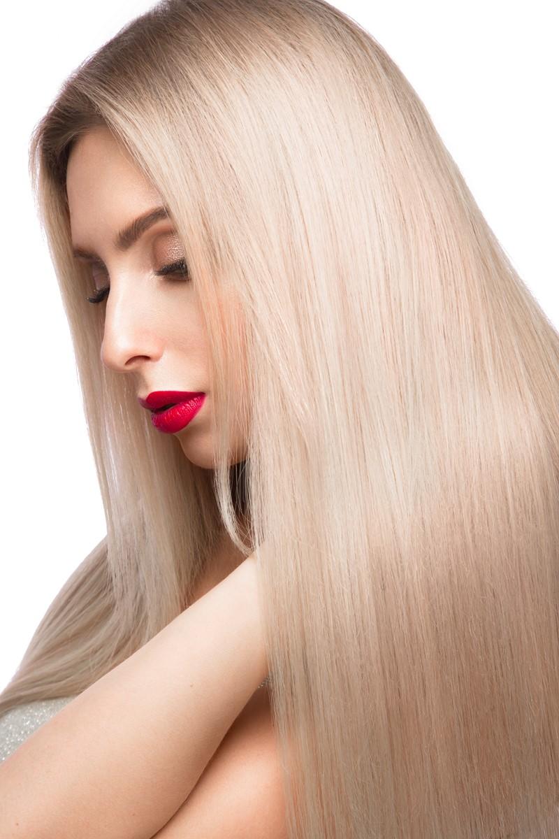 Blond włosy po keratynowym prostowaniu