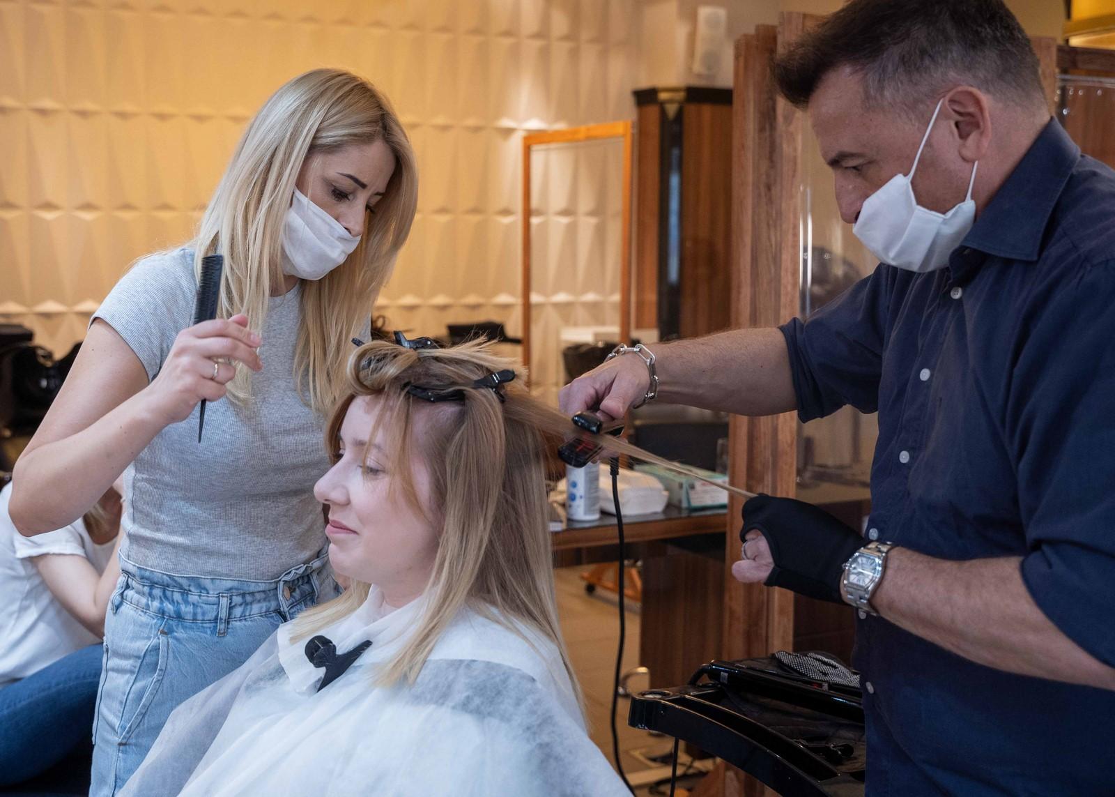 Keratynowe prostowanie włosów w salonie Tallulah w Warszawie