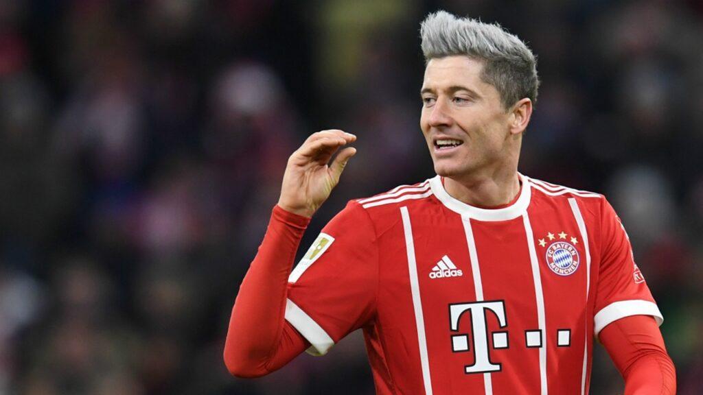 Robert Lewandowski w rozjaśnionych włosach na blond