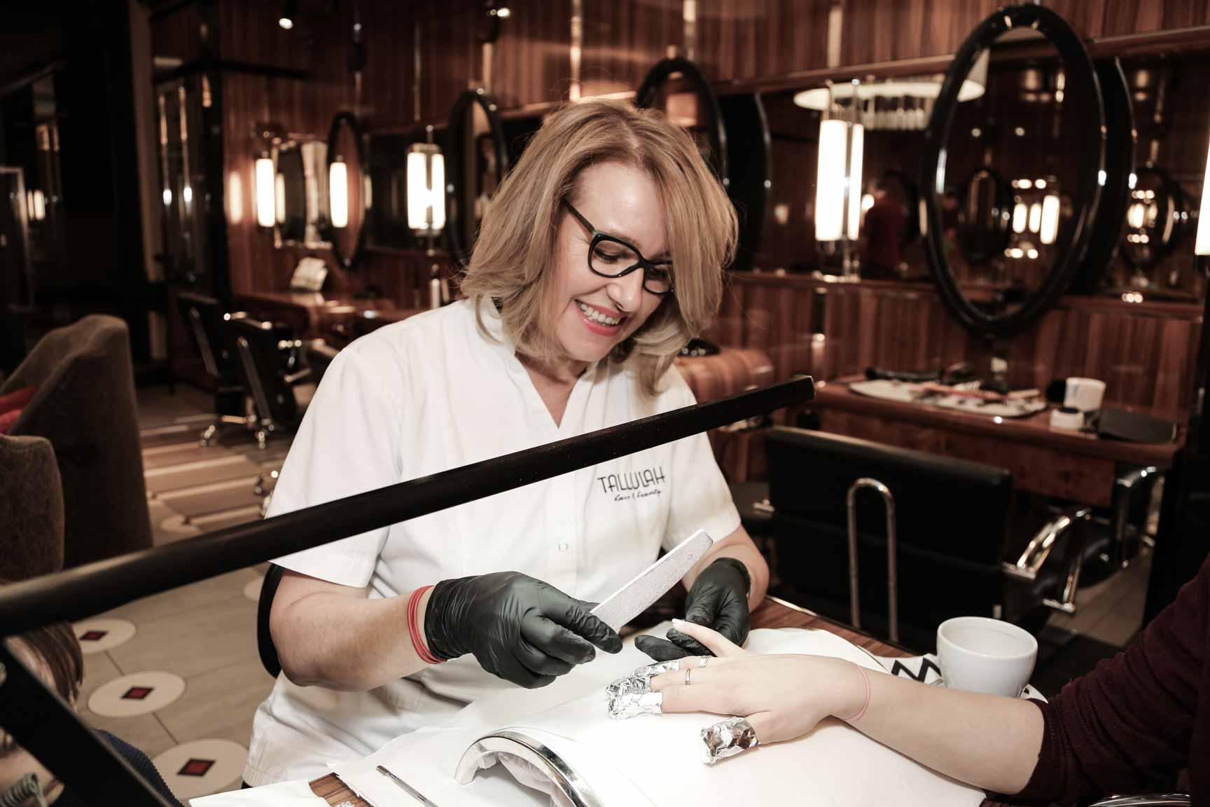 Manicure tytanowy w Tallulah w Warszawie