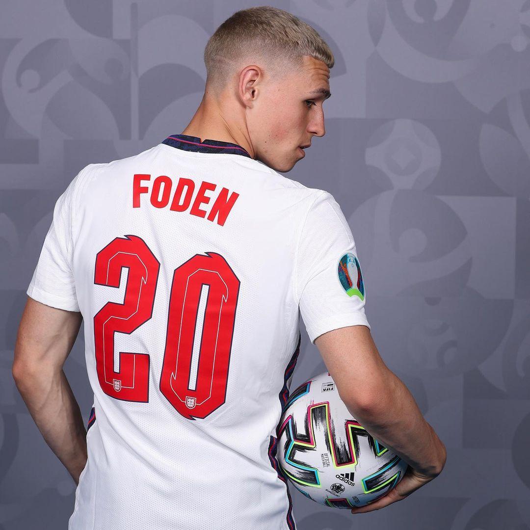 Phil Foden - blond włosy euro 2020