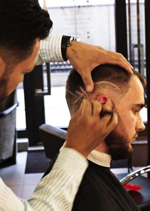 Strzyżenie przez barbera w salonie Tallulah